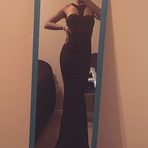 Classic black Gown 😍🖤